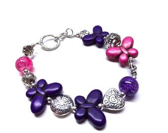 Bracelet made of stones in pink and purple of various shapes (balls, flower and butterflies)