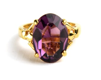 Vintage Gold Plated Purple Amethyst Solitaire Ring - 4 Carats Oval Cut Glass - February Birthstone - Cocktail Dinner - High End - Size 5