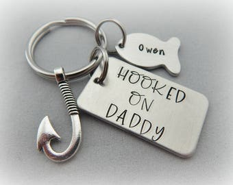 HOOKED ON DADDY - Hand Stamped Fishing Keychain - Daddy Gift - Dad Fishing Key Chain - Father's Day - Fathers Day Gift - kg8385