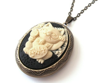 Lucky Cat Locket, Maneki Neko Cat Necklace, Cat Cameo, Japanese Lucky Cat, Good Luck, Prosperity, Antique Bronze or Gunmetal Finish