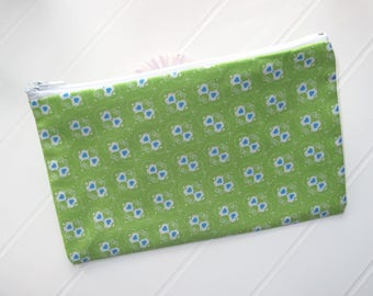 Green Pouch makeup organizer with little blue hearts