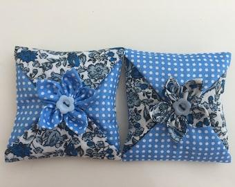 sachet de lavande,lot de 2 coussins décoratif,décoration d'intérieur ,parfum,fleur en tissu