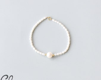 White Fresh Water Pearl and Gold Bracelet (B68)