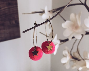 Earrings with colored pompon and star