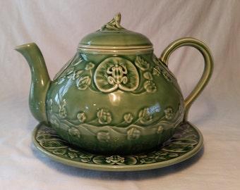 Bordallo pinheiro green frog teapot and underplate/bordallo pinheiro/green bordallo pinheiro/green teapot/vintage ceramic teapot