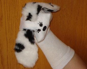 cils sur les meubles bouche Dalmiation chaussette marionnette chien