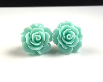 Light mint green resin flower cabochon stud earrings 20mm for sensitive ears