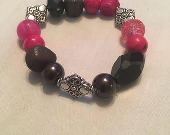 Black and pink rose glass beaded bracelet