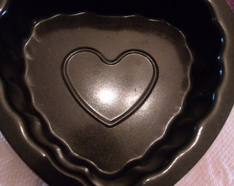 Jello/Cake Mold with a Heart shape Design in Center, (# b5)