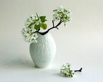 Weiss modernist Meissen porcelain vase porzellan white simple pod accent mod mid century modern retro vintage high quality Germany c 1960