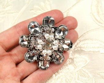 Bridal Brooch, Vintage Style Bridal Brooch, Wedding Pin, Pearl Bridal Brooch, Rhinestone Brooch with White Swarovski Pearl