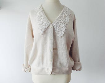 Broken white Cardigan in wool and lace vintage