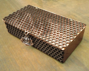 Delaforja Tri-Metal Medium Honeycomb Box with Individualized Pendants (model shown with Rose Pendant)