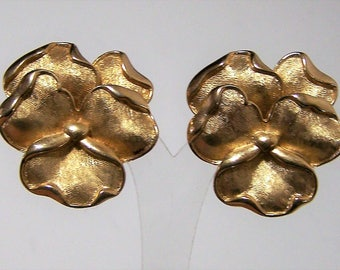 Crown Trifari Pansy Flower Earrings, Textured Floral Gold Tone Setting, Clip On Style, Mid Century Jewelry, Garden Party  118