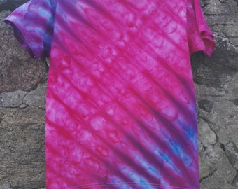 Tie dye t shirt red/purple/blue diagonal stripes