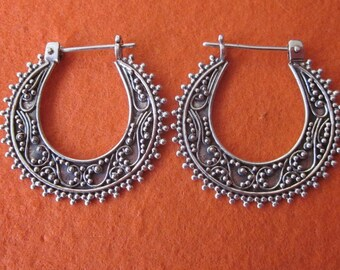 Bali Hoop Sterling Silver Earrings / silver 925 / Balinese handmade jewelry / granulation technique / (#534K)