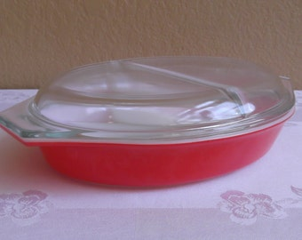 Pyrex Friendship Red Divided Dish with Matching lid; 1 1/2 Quart
