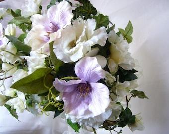 fleurs en  bouquet  de mariée  clématites parmes