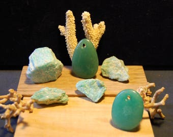 Amazonite from Madagascar / Selection of free form XL pebbled rough and pendants