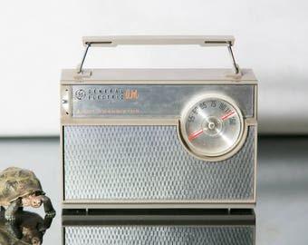 General Electric 8 Transistor AM Radio