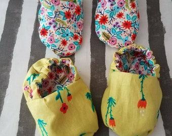 Reversible floral baby booties