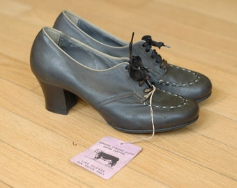vintage 1940s shoes / 40s dark grey leather oxfords / size 5
