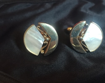 MOP CUFF LINKS 70's mother of pearl and gold tone Cufflinks Gj-103