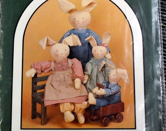 Dream Spinners Bunny Family Country Clover Rabbits and Clothes Complete Easter Bunny