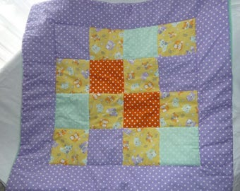 Purple blanket in Patchworkstil with foxes