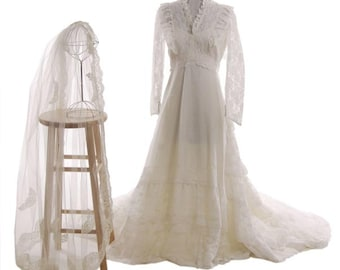 Like New 1960s Wedding Gown w/ Veil. Lace Trimmed Organza Size 6/8 - item # 634, Wedding Apparel
