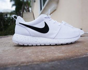 Nike Roshe courir, Womens personnalisé nike roshe, minimaliste design noir  et blanc, noir