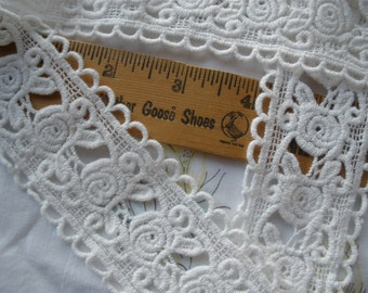 """Soft white Roses Tatted look applique Lace Trim 1 7/8"""" wide bobbin lace cluny lace scallop edge retro choose yardage"""