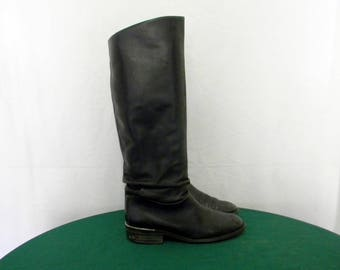 Sz 7.5 Vintage tall black leather 1980s Italian made women riding boots.