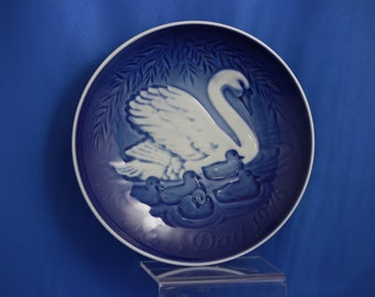1976 B& G Swans Mothers day plate.