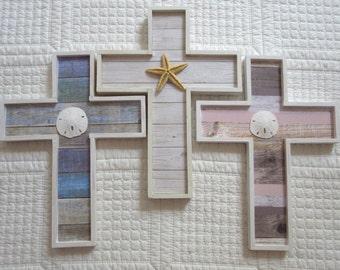 Croix en bois flotté feuillures de croix en bois Croix Christian Wall Decor pépinière Decor plage Decor Chippy peinture Beachy coquillages
