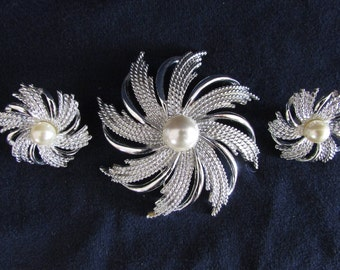 Vintage Sarah Coventry Brooch Pin Set, Silver Pinwheels with Faux Pearls