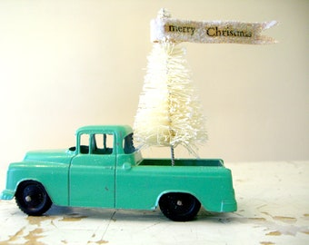 Mint Green Vintage TootsieToy Chevrolet Cameo Carrier- With an Ivory Bottle Brush Tree and Handmade Glittered Paper Banner, Merry ChRistmas