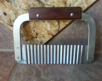 Vintage Crinkle Cutter, Stainless Steel, Teak Wood Handle, Made in Japan, 7 Inches Wide, Use to Cut up and Make Pretty Lots of Veggies, Nice