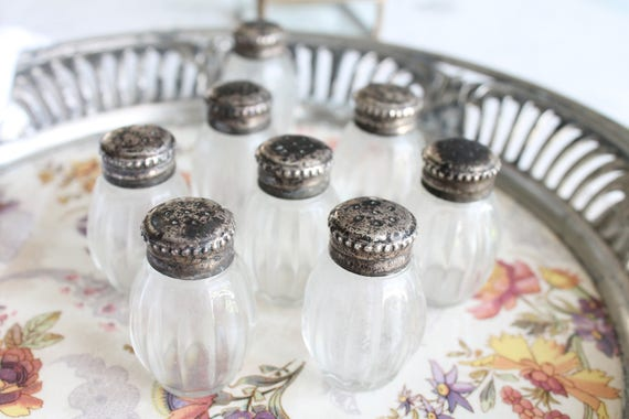 Christofle silver 8 inidual salt shaker bourgeois style table setting in silver and Crystal SAL171044 & Christofle silver 8 inidual salt shaker bourgeois style
