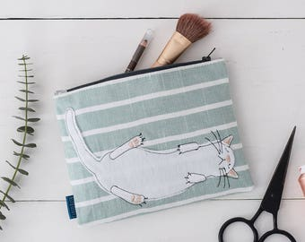Cat Make-Up Bag // Cosmetics Bag // Cat Gift // Cat Accessories // Gifts for Her // Makeup Case // Stripes // Beauty Gift // Zipper Pouch