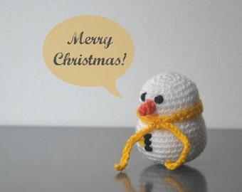 Bonhomme de neige en crochet. Décoration de Noël. Ornement de vacances amigurumi.