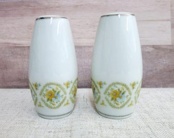 Vintage China Salt and Pepper Shakers, China Salt and Pepper Shakers, Kessington China, Wellesley Salt and Pepper Shakers -V294