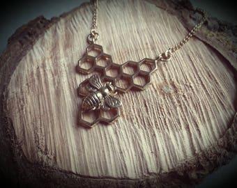 necklace *honeycomb bee*