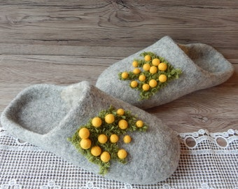 Slippers with yellow flowers Handmade slippers House shoes Felted slippers for women Felt slippers Cozy Warm Wool slippers