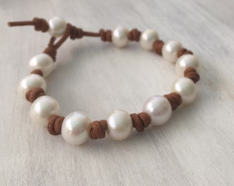 Leather freshwater pearl bracelet, leather and pearls, pearls on leather, pearl and leather bracelet, pearl bracelet, beach wedding