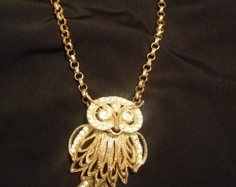 1970s Vintage gold tone Owl Pendant on chain - very good condition