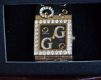 Gol coloured watch very decorative style