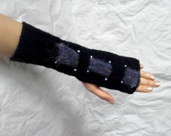 Black fingerless gloves with beads