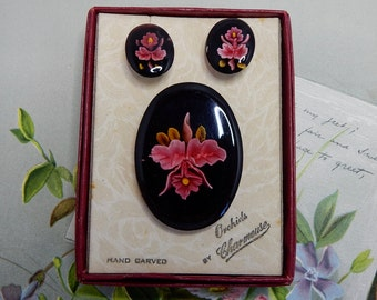 Reverse Carved Lucite Brooch & Earrings Set Pink Orchids by CHARMEUSE in Orig Box    NCP31