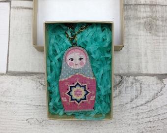 Licht blau und rosa russische Puppe Babuschka Kette